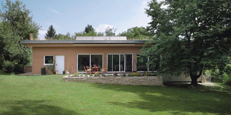 der bungalow erlebt sein comeback als fertighaus bauen renovieren. Black Bedroom Furniture Sets. Home Design Ideas